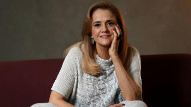 Marieta Severo sorrindo