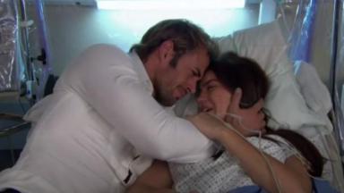 Max e Maria Desamparada choram abraçados em Triunfo do Amor