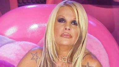 Monique Evans no Noite Afora sensualizando