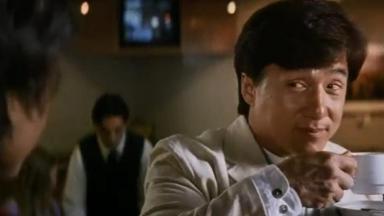 Jackie Chan tomando café em Mr. Nice Guy - Bom de Briga