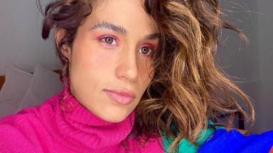 Nanda Costa de roupa de lã rosa
