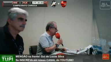 O Garotinho narrando jogo do Flamengo e Vasco