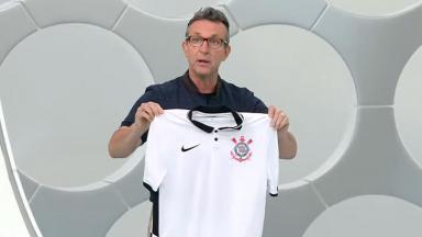 Neto exibe nova camisa do Corinthians