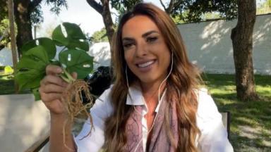 Nicole Bahls exibe planta em participação no É de Casa, na Globo