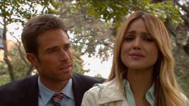 Nikki chora e é consolada por Gusmão