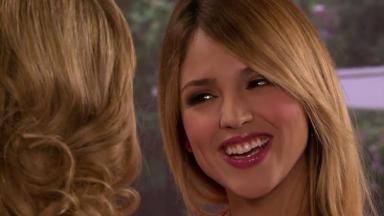 Nikki sorri para Vitória