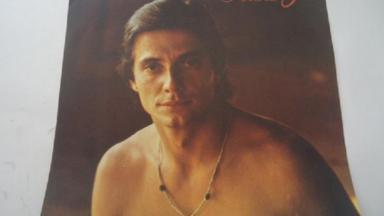 Fábio Jr sem camisa em foto de divulgação da novela O Amor é Nosso