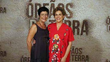 Duca Rachid e Thelma Guedes em lançamento de Órfãos da Terra