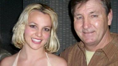 Britney Spears posada com o pai para foto