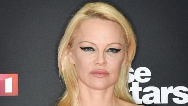 Pamela Anderson posando pra foto