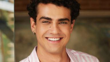 Pedro Alves sorrindo