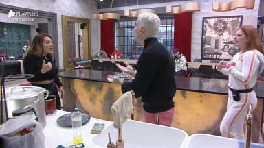 Márcia Felipe discutindo com Bruno e Deborah no Power Couple