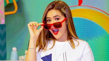 Maisa Silva com óculos escuros