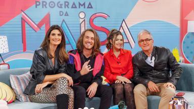 Isabella Fiorentino, Vitor Kley, Maisa e Otávio Mesquita sentados