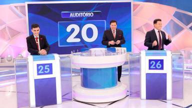Dudu Camargo, Silvio Santos e Marcão do Povo no palco