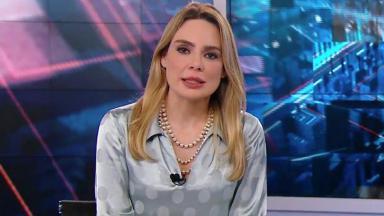 A jornalista Rachel Sheherazade na bancada do SBT Brasil