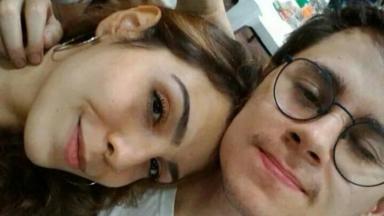 Rafael Miguel e Isabela abraçados