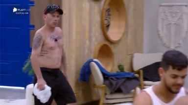 Rafael Ilha entra irritado na cozinha