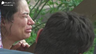 Na área externa, Raissa chorou durante reunião em A Fazenda 2020