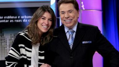 Silvio Santos e Rebeca Abravanel abraçados
