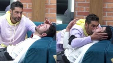 Victor Pecoraro faz carinho na cabeça de Rico Melquiades e o beija na bochecha em A Fazenda 2021