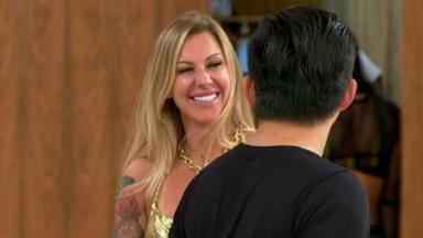 Pyong e Antonela sorrindo um para o outro