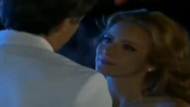 Renata olha apaixonada para Jerônimo
