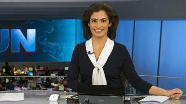 Renata Vasconcellos na bancada do JN