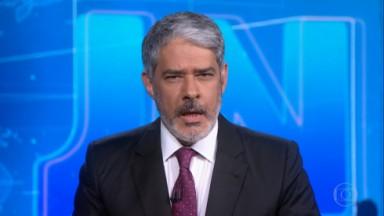 William Bonner sério durante o Jornal Nacional