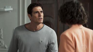 Régis (Reynaldo Gianecchini) e Josiane (Agatha Moreira)