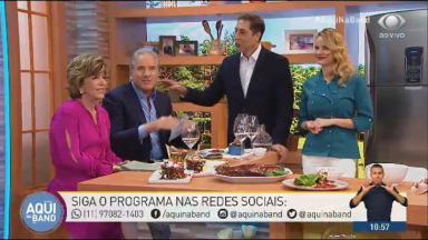 """Roberto Justus ao lado de Silvia Poppovic e Luis Ernesto Lacombe fazendo refeição no """"Aqui na Band"""""""