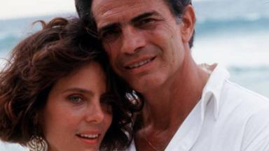 Bruna Lombardi e Tarcísio Meira em cena da novela Roda de Fogo, disponível no Globoplay