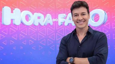 Rodrigo Faro divulgando o Hora do Faro