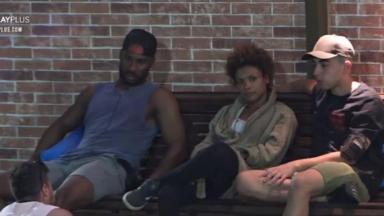 Rodrigo, Lidi, Lucas e Lipe conversando na área externa