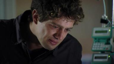 Rodrigo chorando em A Vida da Gente