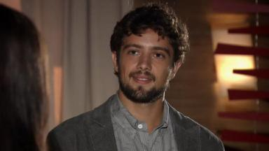 Rafael Cardoso como Rodrigo em cena da novela A Vida da Gente, em reprise na Globo