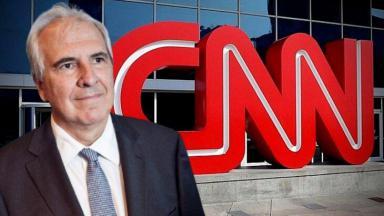 Rubens Menin posado com Logo da CNN