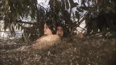 Juliana Paiva e Felipe Simas em Salve-se Quem Puder