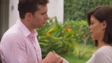 Alan se aproxima de Kyra e se declara