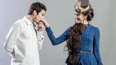Os atores Nicolas Prattes e Juliana Paiva