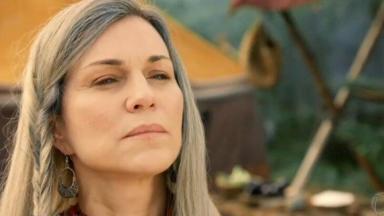 Adriana Garambone em cena como a personagem Sara em Gênesis