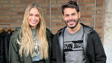 Sarah Andrade e Rodolffo posados para foto