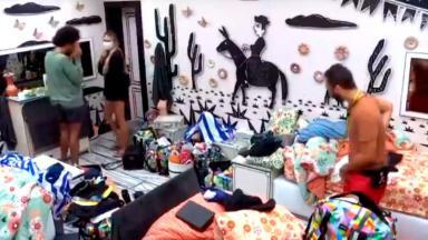 Sarah Andrade de máscara no quarto cordel do BBB21 ao lado de João Luiz e Gilberto