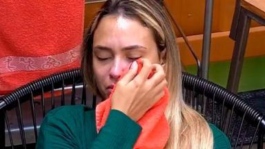Sarah chorando na academia do BBB21