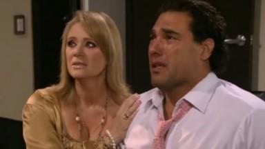 Cena de Amores Verdadeiros com Jose Angelo chorando e Vitória ao lado