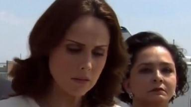 Cena de Amores Verdadeiros com Adriana ao lado de Candelária