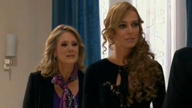 Vitória e Kendra se encontram em velório