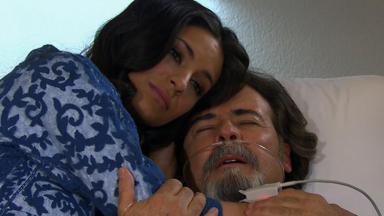 Cena de Coração Indomável com Alessandro no hospital, com sonda no nariz e abraçado a Maricruz