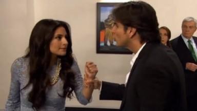 Cena de Coração Indomável com Otávio segurando Maricruz pelos braços