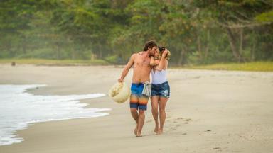 Beto Falcão e Luzia na praia de Boiporã